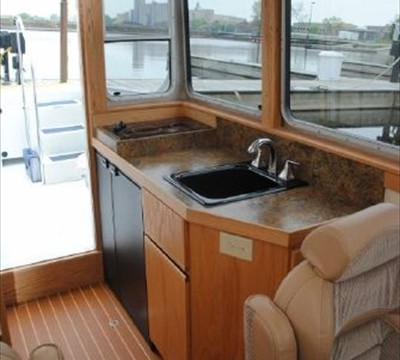 galley with cooktop, side-by-side fridge/freezer & sink